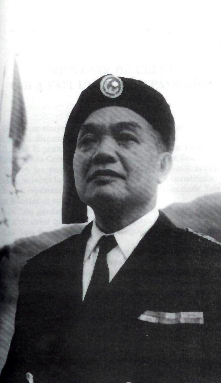 Đèo Văn Long en tenue d'Officier
